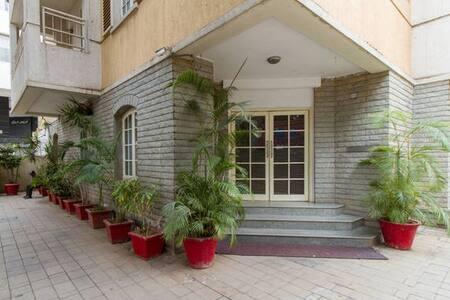 STUDIO Service Apartments - Apartment