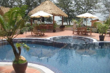 Private A/C bungalows on the beach - Sihanoukville - Pousada