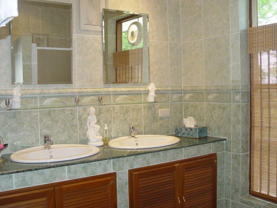 getrennte Duche / WC