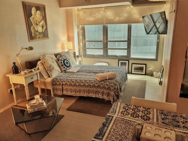 Stylish Contemporary Studio Unit in Eastwood City