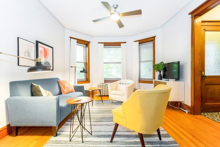 Relax in a Bright and Spacious Apartment in Logan Square