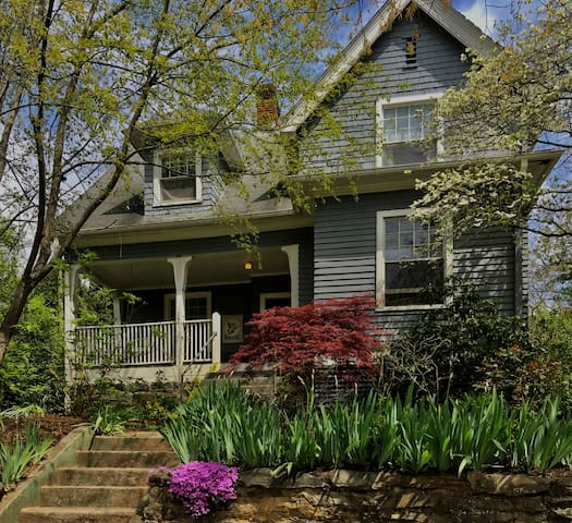 Montford Home - Walk to Downtown