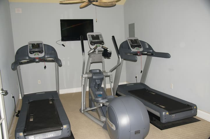 Work out room in Clubhouse