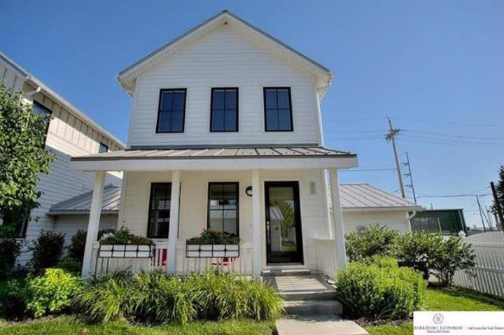 Gorgeous, Uber Clean COVID-free 3BR Downtown Oasis