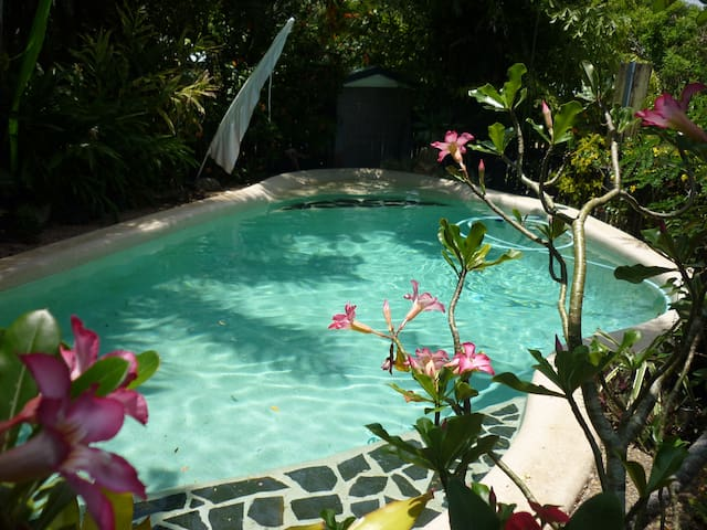 Cairns Tropical Retreat- 10mins from City