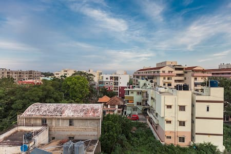 Cheap guesthouse homestay in HAL area of Bangalore - House