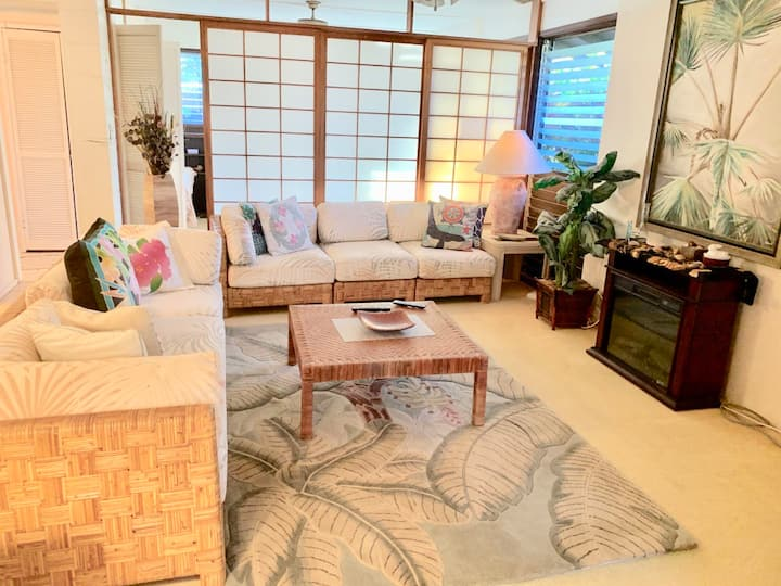 Mokuleia Beach Cottage ~ Easy North Shore Living with private beach access