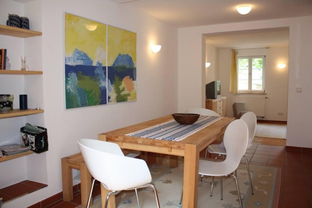 Offene Küche und Essplatz / combined kitchen and dining room