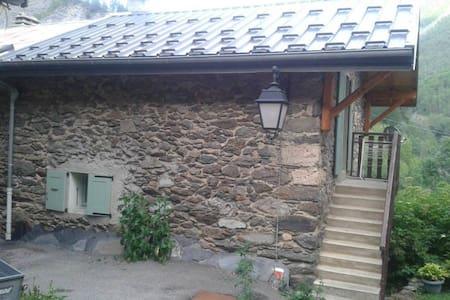 Authentic little  house in Clavans le Bas (Alps)