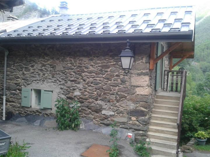 Authentic little  house in Clavans le Bas (Alps)