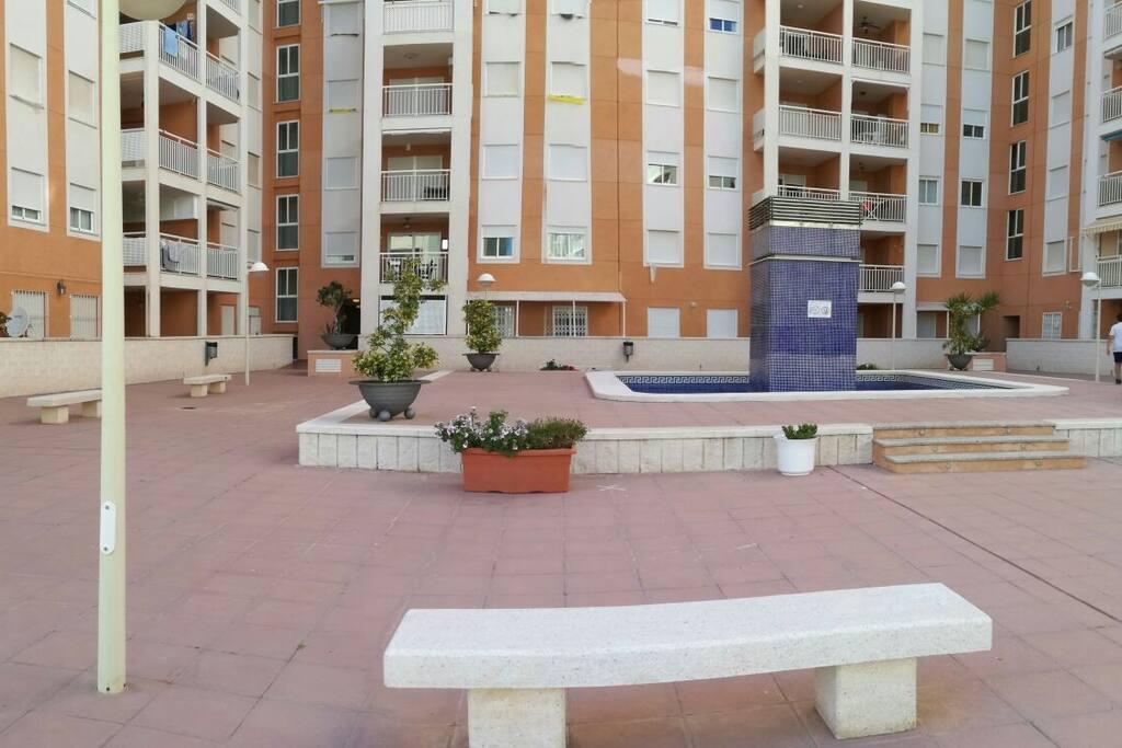 Zonas comunes con piscina infantil en planta baja