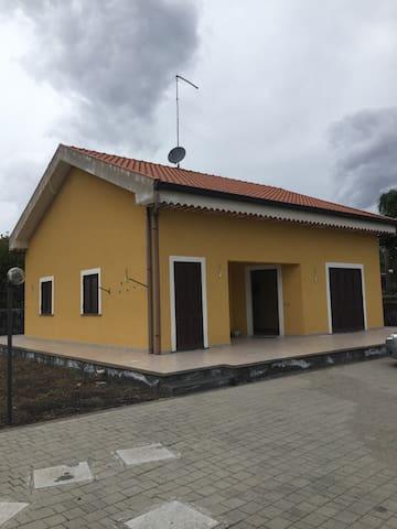 Villa singola - Acireale - House