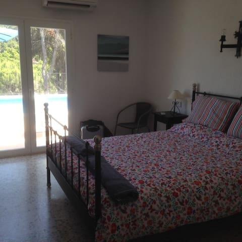 Bedroom opening onto pool