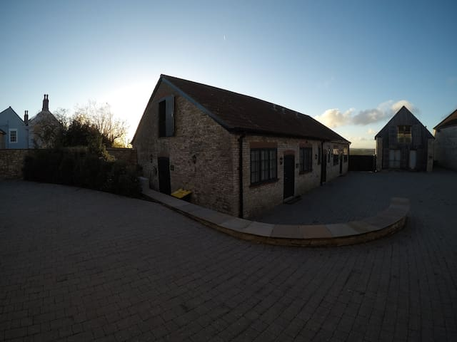 Beach House Courtyard - Dairy 2 - Bitton - Hus