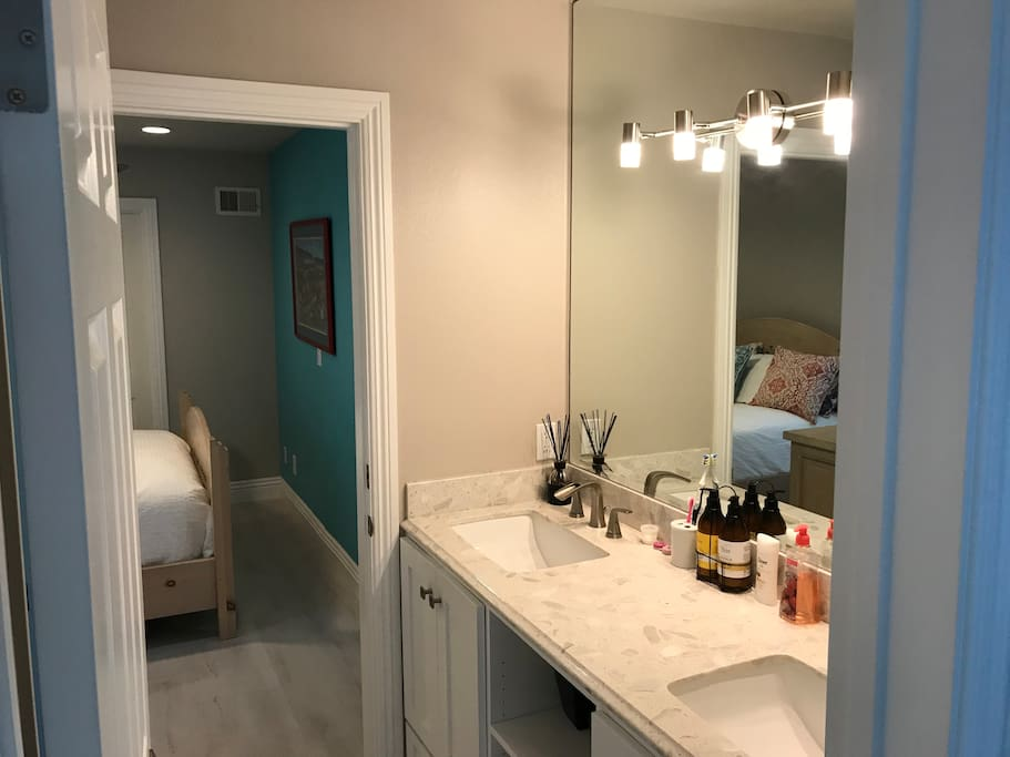 Private jack and jill bathroom between two bedrooms