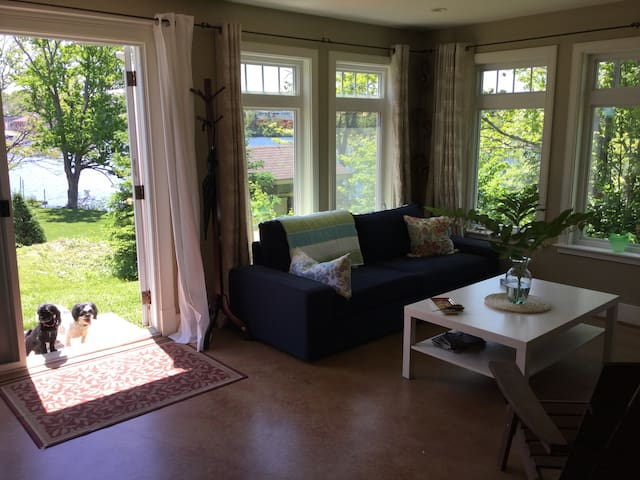 Lakefront City Retreat - Dartmouth - Apartamento