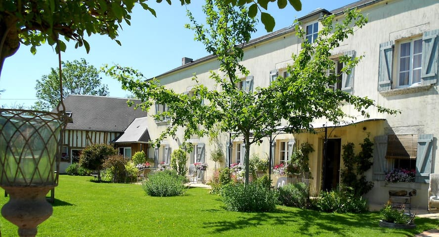 Chambres d'Hôtes au Haras - le mesnil mauger - Bed & Breakfast