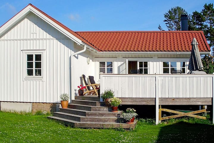 7 person holiday home in Grebbestad