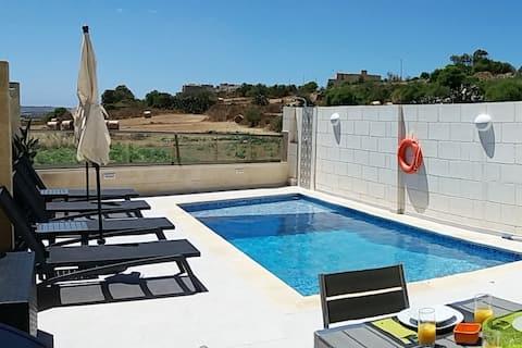 Luxury 3 bedroom maisonette, private pool & views.