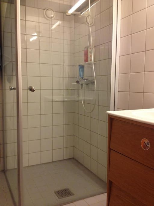 A very nice shower.
