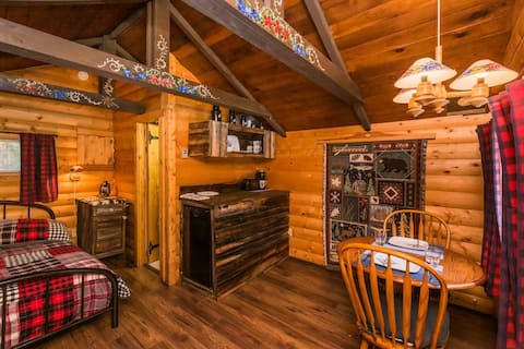The Sheep Camp cabin- Bear Creek Cabins