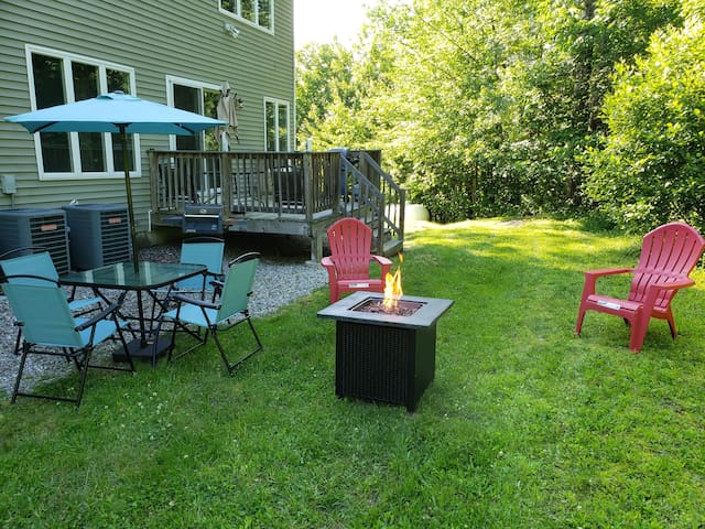 5 minutes to Mnt Sunapee & Lake 4 Bedroom B Condo