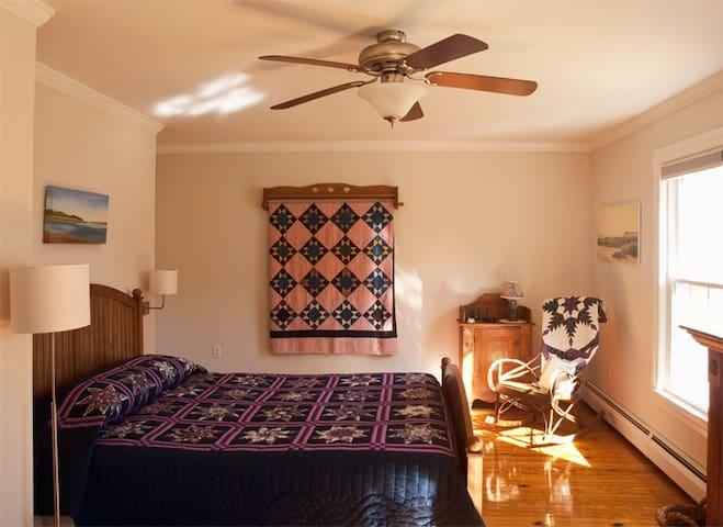 Shenandoah Manor B&B -Van Gogh Room - Lexington - Bed & Breakfast