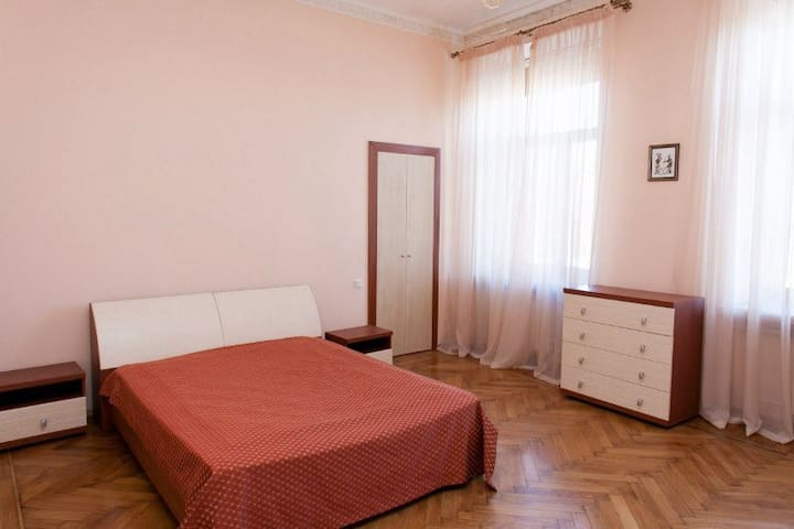 Airy Apartment with 3 Separate Rooms - Lviv - Pis