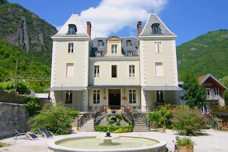 Room 2 pers. Château Serre Barbier  - Slot