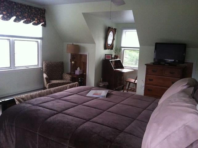 Ambler Rambler, private entr & room - Ambler