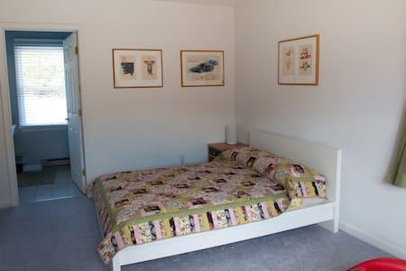 Shenandoah Manor B&B - Picasso Room - Lexington - Bed & Breakfast