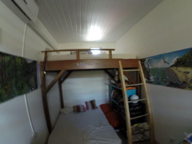 lit mezzanine 2 places et chambre cimatisée
