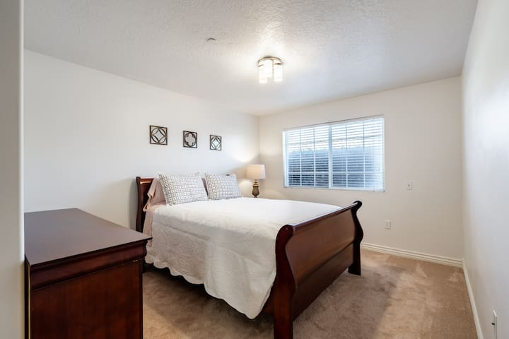 Beautiful, clean condo in the heart of Lehi