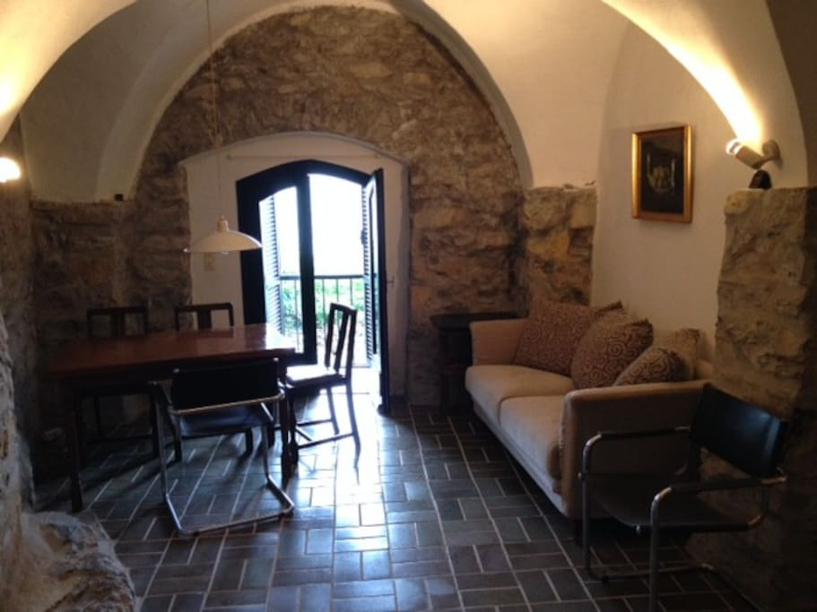 sch nes haus an der riviera h user zur miete in tovo faraldi ligurien italien. Black Bedroom Furniture Sets. Home Design Ideas