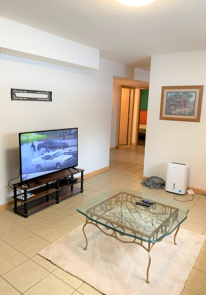 2 bd. lower unit in house with private entrance
