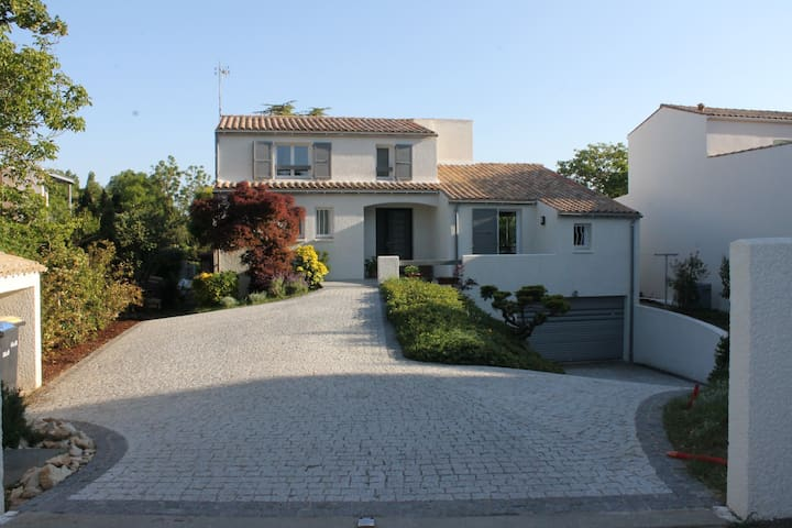 La Rochelle Charmante maison avec Piscine