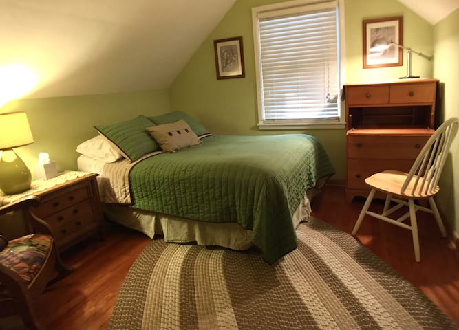 Good Karma Cottage--DOUBLE Bed