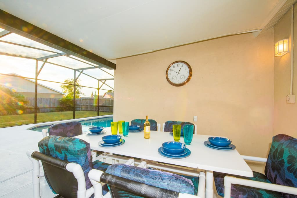 Lanai - ideal space for outside dining