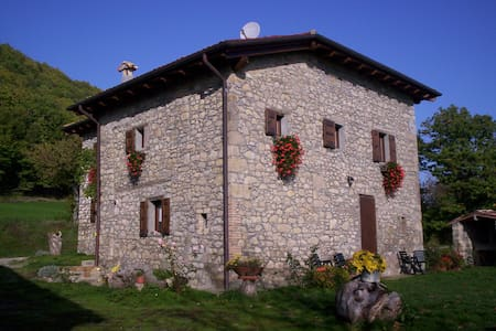 Silence the house in the wood - Castel d'Aiano - Bed & Breakfast