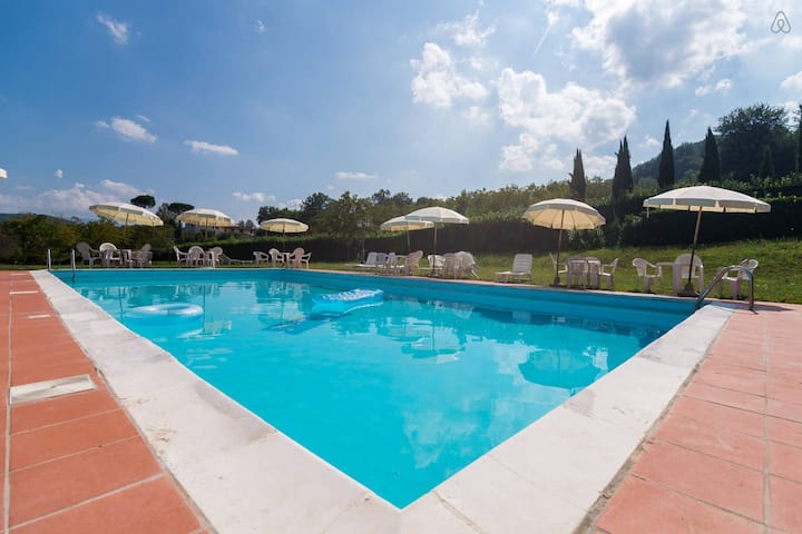 Agriturismo in Tuscany with Pool, River, tennis