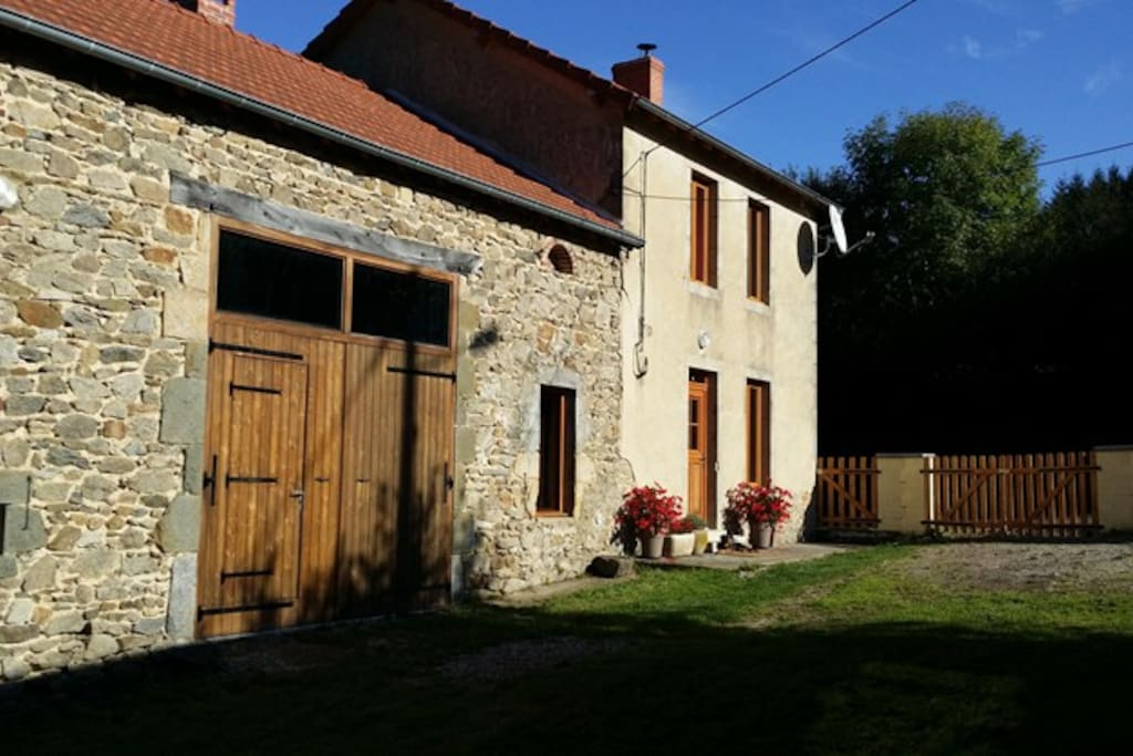 house in auvergne beautiful view wifi houses for rent. Black Bedroom Furniture Sets. Home Design Ideas