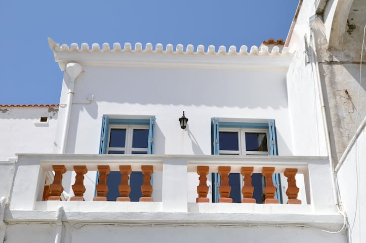 NEOCLASSICAL HOUSE CENTER OF CHORA ANDROS  ΑΜΑ4700