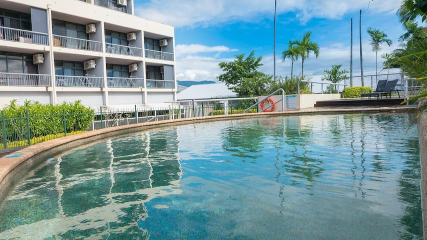 Modern Fresh Studio Apartment in Cairns