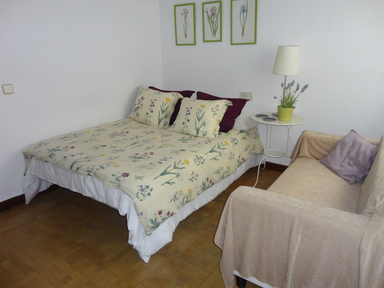 Dormitorio Individual con cama grande