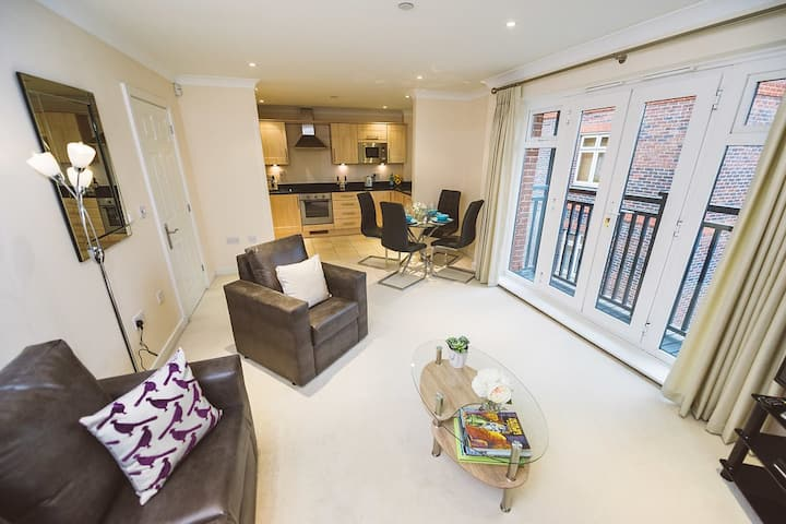 Private Large Apartment Central Leatherhead