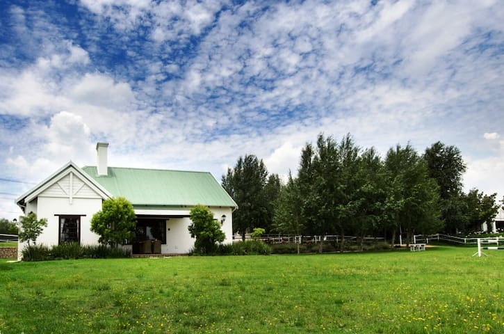 Stunning two bedroom cottage in Kyalami - Midrand - Byt