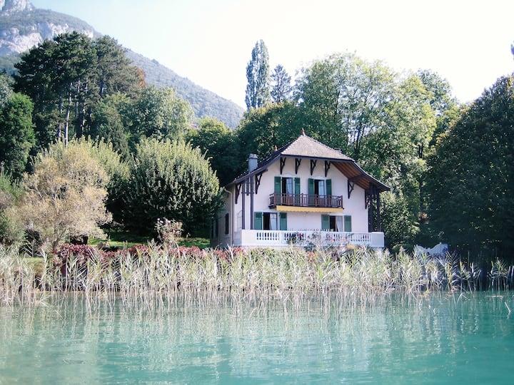 Maison familiale de charme au bord du lac d'Annecy