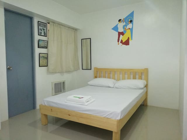 1 Double Bed with Own Toilet at FLM Apartelle
