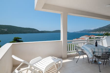 One Bedroom Apartment with Balcony and Sea View 2