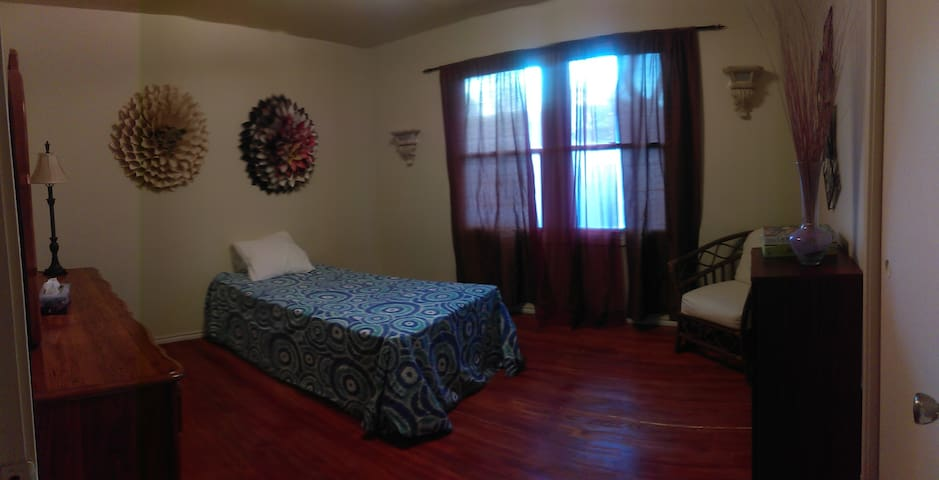Cozy, Low-Cost Bedroom in South Sacramento Area - Sacramento - Rumah